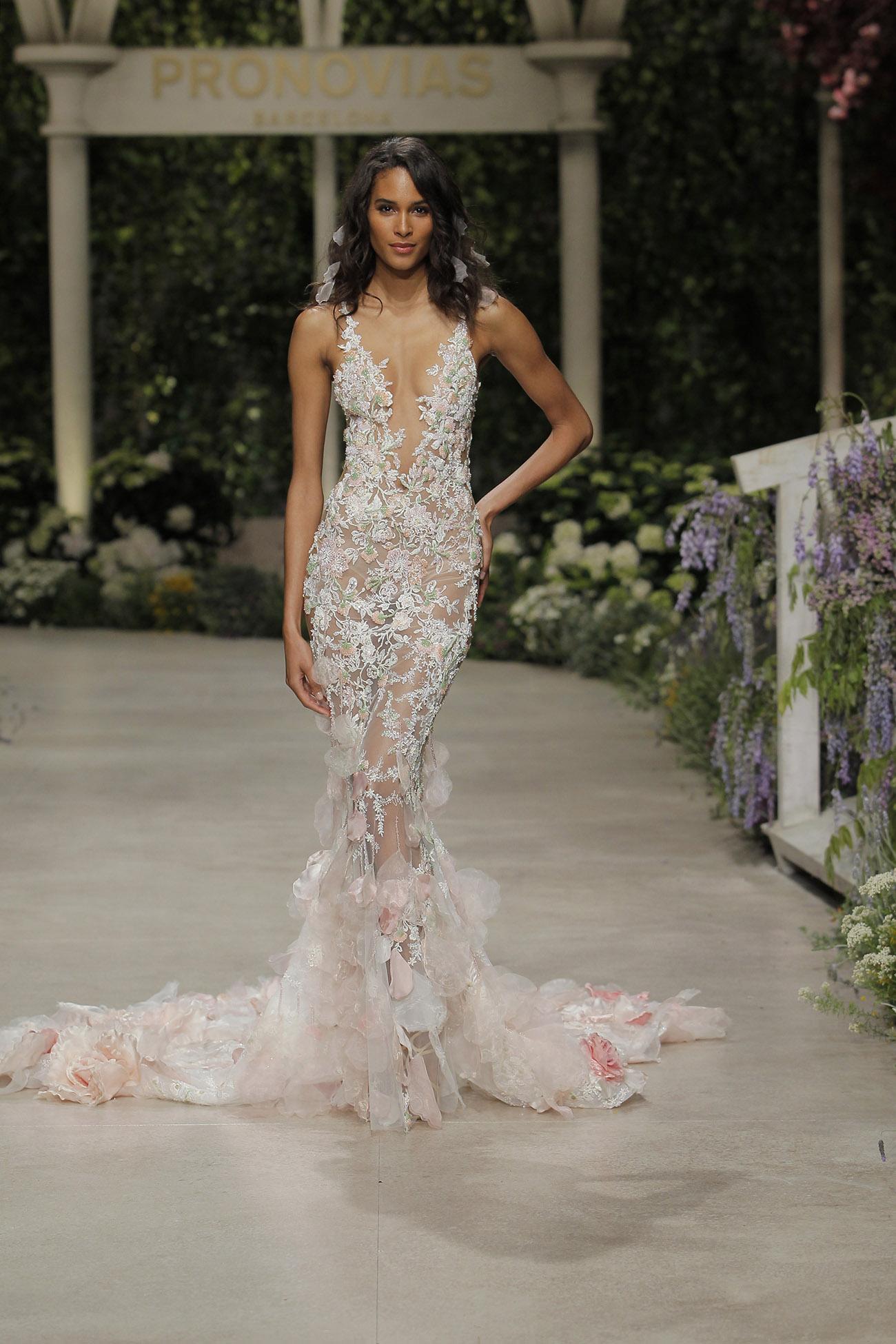 429f07c978d5 Lo mejor  no tienes que ir hasta España para medirte y comprar alguno de  sus vestidos. Esta colección está disponible en Medellín